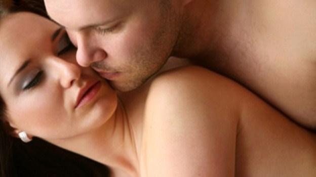 sexuálne polohy, bozkávanie, intímny styk, muž žena sex sexuálne polohy Vylepšené sexuálne polohy - dopraj jej klitorisu a bodu G rozkoš sexualne polohy