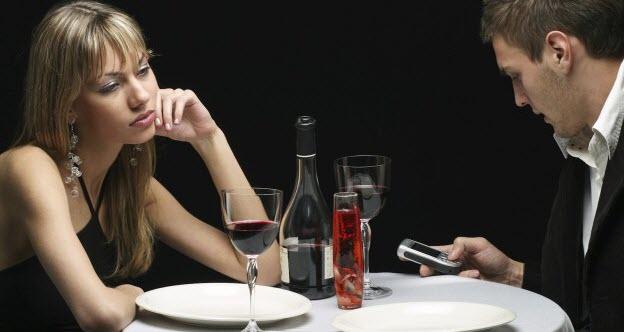 chyby vo vzťahu 10 hlúpych chýb, ktoré chlapi robia vo vzťahu prve rande trapne ticho vecera vino