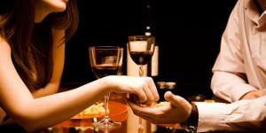 Nechceš byť len jej kamarát Nechceš byť len jej kamarát? Dotýkaj sa jej! kino dotykanie vecera vino