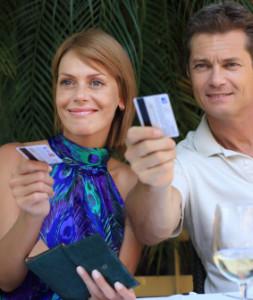 nie si boháč Nie si boháč s veľkými ramenami? muz a zena platia na rande spolocne 253x300