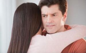 klamstvá žien Top 5 najväčších klamstiev žien, keď ťa nechcú friendzone kamaratstvo zena obijma chlapa