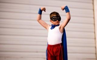 3 jednoduché tipy na okamžité sebavedomie ako pôsobiť sebavedomejšie Ako už na pohľad pôsobiť sebavedomejšie sebavedomie chlapec superhrdina