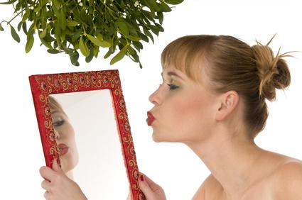 13 neklamných znakov, ako spoznáš Narcisku neklamných znakov 13 neklamných znakov, že si sa zaplietol s narciskou zena narciska bozk do zrkladla