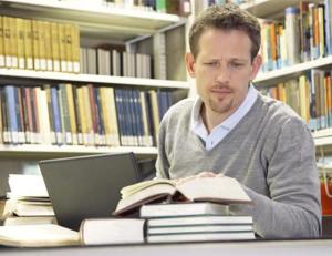 vzdělávaní Jak být za 3 měsíce jedním z nejchytřejších lidí ve vašem okolí muz studuje v kniznici 300x231