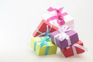 aký kúpiť vianočný darček?  darček na vianoce pre ženu Aký darček na Vianoce pre ženu či priateľku? Toto ťa prekvapí! gifts 570826 960 720 300x200