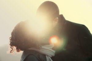 couple-love-people-romantic-large  Ako je možné, že sme pri jednom zakliate princezné a pri inom nenásytné dračice? couple love people romantic large 300x200