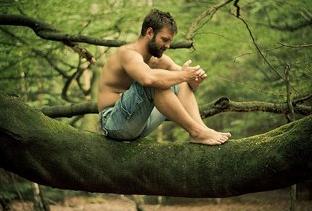 20 vlastností Pravého muža (1. časť) sebedůvěru 3 tipy, jak mít větší sebedůvěru muz sedi na strome