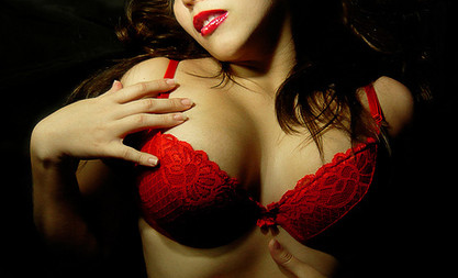 Prečo prestať masturbovať nad pornom a užívať si SEX? Skús to aj ty! prečo prestať masturbovať Prečo prestať masturbovať nad pornom a začať si užívať sex – pohľad ženy zena v cervenej podprsenke