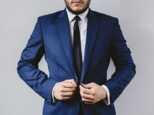 Pravý muž vie, čo je to sebaúcta  pravý muž 20 vlastností pravého muža – 3.časť suit portrait preparation wedding 300x225