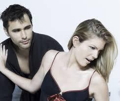 žena_odmítá muže ako si udržíš a oživíš vzťah [10/10] Ako si udržíš a oživíš vzťah? | 10 krokov do vzťahu   ena odm  t   mu  e