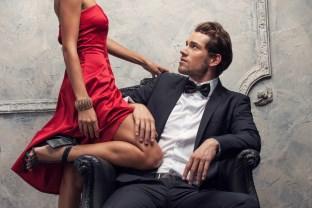 ako sa žien dotýkať [8/10] Ako sa žien dotýkať, flirtovať s nimi a zvádzať ich? | 10 krokov do vzťahu Dollarphotoclub 57426351 312 x 208