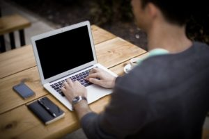 blogovanie práca z domu  ako zarobiť peniaze [Peniaze 4/4] 5 rýchlych tipov, ako si nájsť robotu či zarobiť peniaze blogging 336376 640 300x200