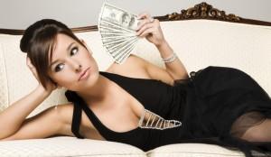ako zarobiť peniaze, sexi žena peniaze, zarábať peniaze, zárobok, bankovky v rukách ženy ako zarobiť peniaze [Peniaze 4/4] 5 rýchlych tipov, ako si nájsť robotu či zarobiť peniaze do you need money to get women 2 300x174
