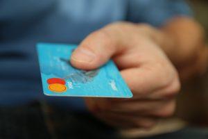 platenie kartou, kreditka, ako zarobiť, bezhotovostný styk ako zarobiť [Peniaze 2/4] Jednoduchý trik, ako zarobiť oveľa viac money 256319 640 300x200