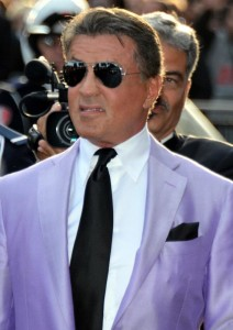 Úpešný a charizmatický Sylvester Stallone sylvester stallone Sylvester Stallone – jeho príbeh ti určite zvýši charizmu a príťažlivosť 2014 solventny 212x300