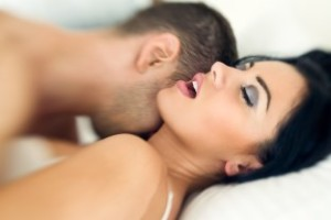 Ako dosiahnuť u ženy orgazmus  predohra Predohra – aké chyby robia chlapi a pripravujú sa tým o úžasný sex? Dollarphotoclub 70169985 312 x 208 300x200