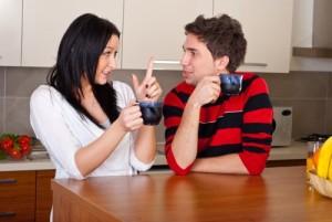 Komunikácia, pár sa rozpráva, možný konflikt, pozor hádka, pár káva, rozhovor v kuchyni komunikácia Komunikácia: Prečo ťa zradí, keď ju najviac potrebuješ? Komunik  cia p  r sa rozpr  va 500 x 335