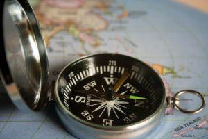 kompas, mapa, komunikácia komunikácia Komunikácia: Prečo ťa zradí, keď ju najviac potrebuješ? magnetic compass 390912 640