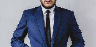 Domov suit portrait preparation wedding 324x160