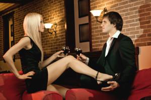 príťažlivosť muža, ako mať charizmu, ako byť sexi muž lepší sex 10 tipov pre lepší sex bigstock Romantic Date 72213283 e1428920166495 300x199