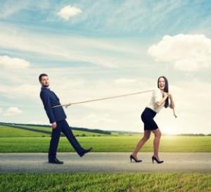 žena ťahá muža_závislosť (312 x 284) chceme lásku Chceme lásku alebo mať pravdu? Vzťahy bez podmienok   ena   ah   mu  a z  vislos   312 x 284 300x273