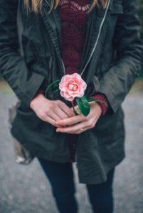 ženy a darčeky prečo žene nekupovať darčeky [8/10] Prečo žene nekupovať darčeky? | 10 zabijakov príťažlivosti pexels photo 25685 medium 201x300