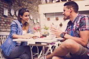 žena a muž pri káve, bavia sa, zoznámenie, oslovenie, komunikácia (312 x 208) ako dávať ženám komplimenty Kompletný návod: Ako dávať ženám komplimenty správne   ena a mu   pri k  ve bavia sa zozn  menie oslovenie komunik  cia 312 x 208 300x200