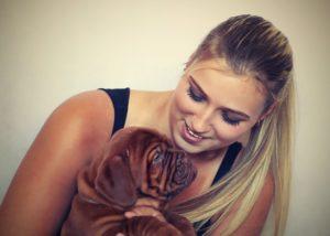 žena so psom  oslovenia ženy 5 Tipov: Ako sa zbaviť strachu z oslovenia ženy girl 742652 640 300x214