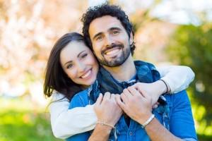 šťastný pár, muž a žena (600 x 400) ako si udržíš a oživíš vzťah [10/10] Ako si udržíš a oživíš vzťah? | 10 krokov do vzťahu     astn   p  r mu   a   ena 600 x 400