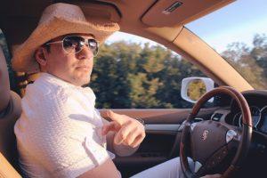 muž šoféruje  zabaviť ženu Najlepší spôsob, ako zabaviť ženu. Takto stúpne tvoja príťažlivosť driving 1096517 640 300x200