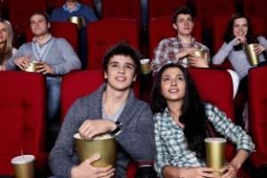 pár v kine, pozeranie filmov, muž a žena (312 x 208) rande [7/10] Ako ženu zavolať na rande, bez toho, aby ťa odmietla? | 10 krokov do vzťahu p  r v kine pozeranie filmov mu   a   ena 312 x 208 300x200