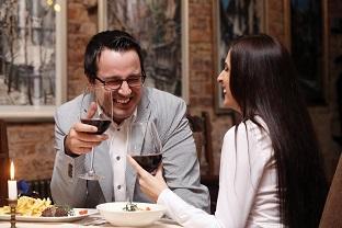 rande, večera, pár sa dobre zabáva, dobrá nálada, smiech ako viesť rozhovor [5/10] Ako viesť rozhovor, aby si vždy vedel, čo povedať? | 10 krokov do vzťahu rande ve  era p  r sa dobre zab  va dobr   n  lada smiech