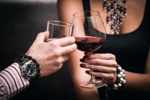 ako nezničiť rande pomocou alkoholu  ako nezničiť rande Balenie a alkohol: Koľko je tak akurát a koľko už príliš? pop  janie v  no drink alkohol p  r pije alkohol 600 x 400 300x200