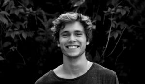 muž úsmev  ako sa ovládať [5/10] Ako sa ovládať? | 10 znižovačov hodnoty pexels photo 91227