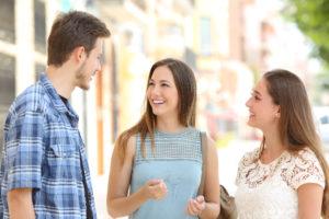 žena chlap komunikácia  výnimočná žena 15 jasných znamení, že randíš s výnimočnou ženou chlap konverzuje rozpr  va sa so   enami 300x200
