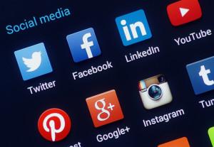 frajerka sociálne siete, ako nájsť priateľku cez pokec, facebook randenie sebavedomie Ultimátny návod: Ako si nájdeš frajerku a nebudeš sám rsz bigstock social media icons 62671712