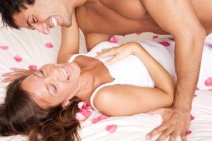sex, muž a žena v posteli, predohra, ako sa dotýkať ženy ako sa dotýkať ženy Ultimátny návod: Ako sa dotýkať ženy pri predohre sex mu   a   ena v posteli predohra ako sa dot  ka     eny 1 300x200