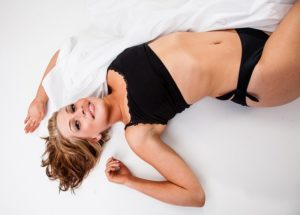žena na posteli chyby pri sexe Aj tieto chyby pri sexe môžu zapríčiniť, že sa už viac neozve blonde 873772 640 300x215