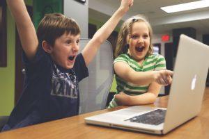 internet  ako vystupovať na internete Ako vystupovať na internete, aby si nevyzeral ako blbec (toto nerob) children 593313 640 1 300x200