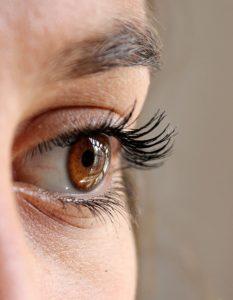 očný kontakt pri zoznámení, oči zoznámenie so ženou, oko, mihalnice zoznámenie so ženou Kedy sa zoznámenie so ženou stane pre ňu nezabudnuteľné? eye 211610 640 233x300
