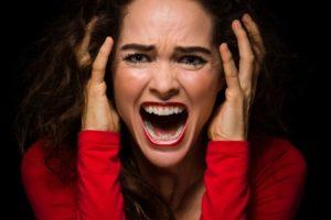 Hysterická_nahnevaná_žena (650 x 433) sex častejšie 5 tipov, ako dosiahnuť, aby moja partnerka chcela sex častejšie ako doteraz Hysterick   nahnevan     ena 650 x 433 300x200