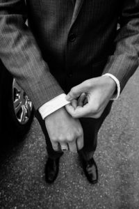 muž v obleku ako zvyšovať sebavedomie #4 Praktický spôsob, ako zvyšovať sebavedomie, hodnotu a byť pri tom štýlový muz   v obleku  200x300