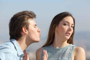 Friend zone concept with woman rejecting man ako zbaliť kamarátku tesne po rozchode [Pýtaj sa Michala] Ako zbaliť kamarátku tesne po rozchode? Comp 84150958