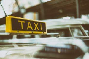 Ako rozoznať nevhodné ženy a nestrácať s nimi čas taxi 300x200