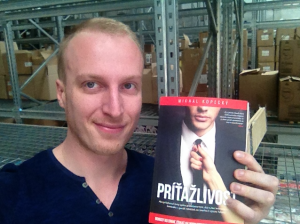 Prvýkrát som držal knihu Príťažlivisť vo svojich rukách kniha aj ja som chlap 2.0 3 TIPY z 3 mojich kníh: Aj ja som CHLAP 2.0, Príťažlivosť, Ako ju získať kniha pritazlivost tlac 1 300x224