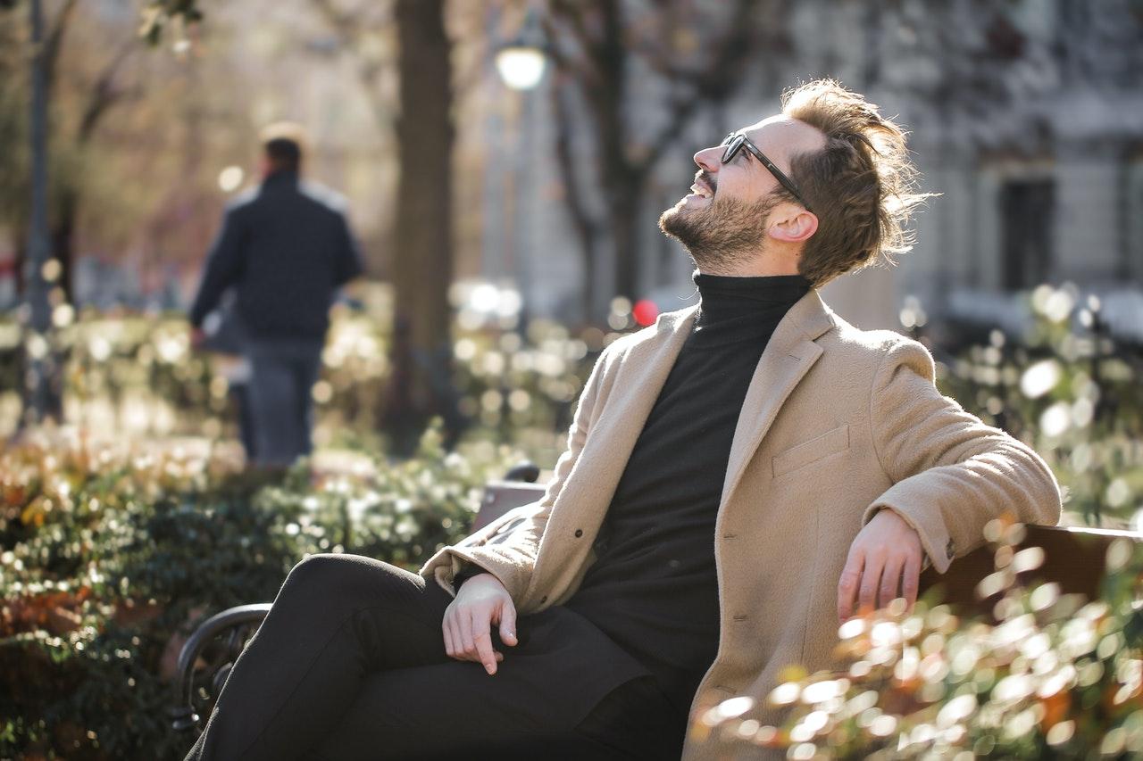 mentoringový program Peter a jeho skúsenosť a výsledky s ročným mentoringom CHLAP 2.0 MASTER*** muz na lavicke spokojnost uspech radost sumev
